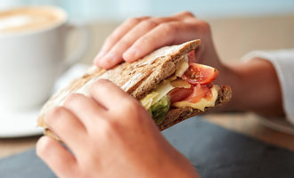 Eatingsandwich lead