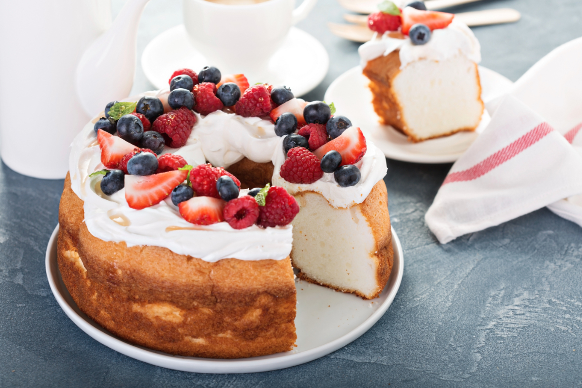 Angel cake with berries
