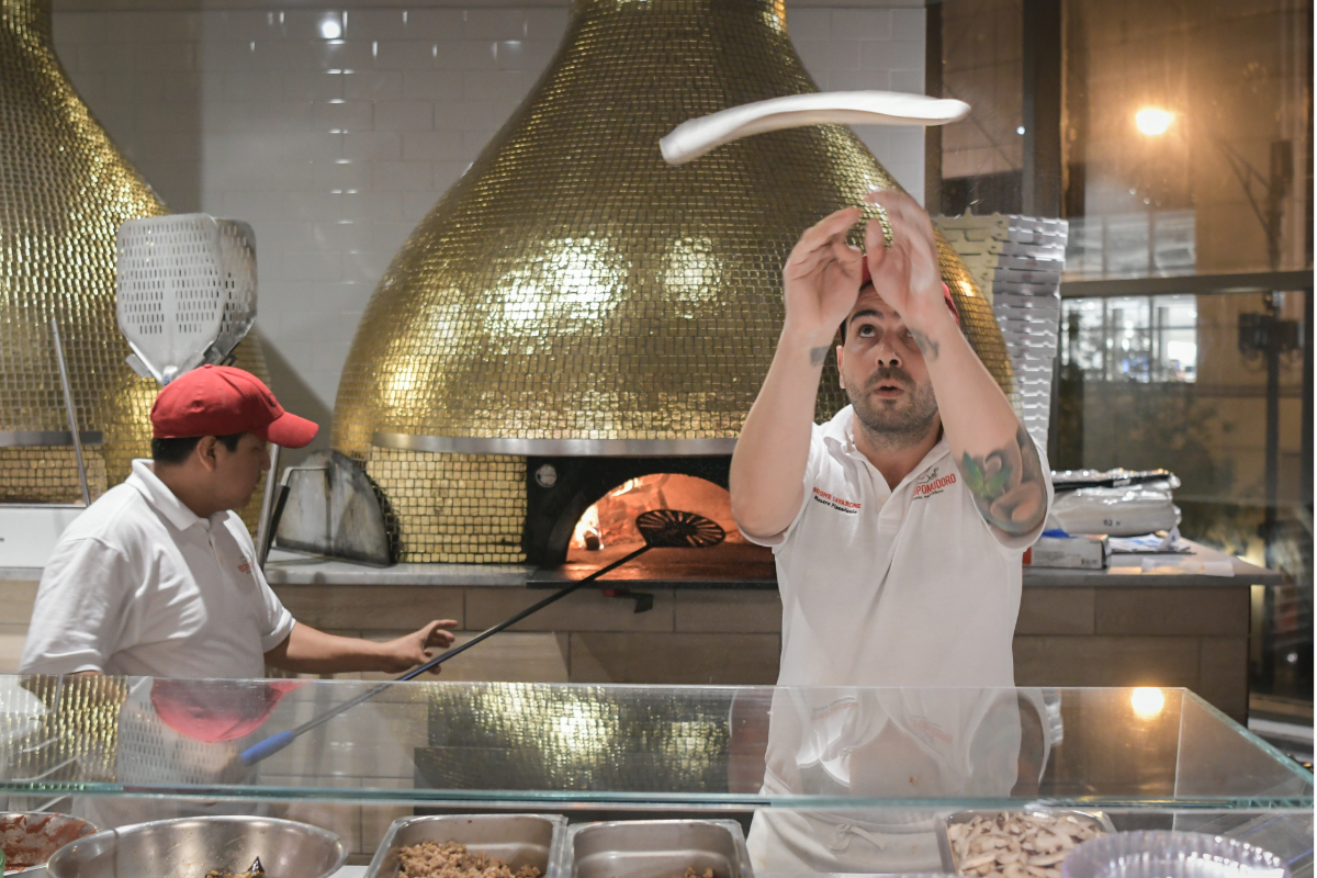 Eataly Chicago pizza tossing
