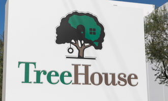 Treehousefoodssign_lead