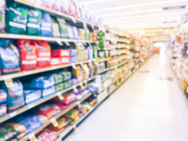 Pet food isle at a supermarket (Source: ©STOCKR - STOCK.ADOBE.COM)