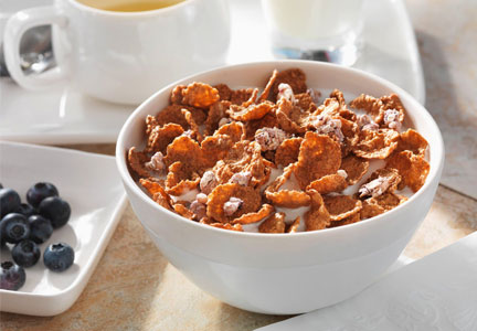 Cereal with flakes and clusters